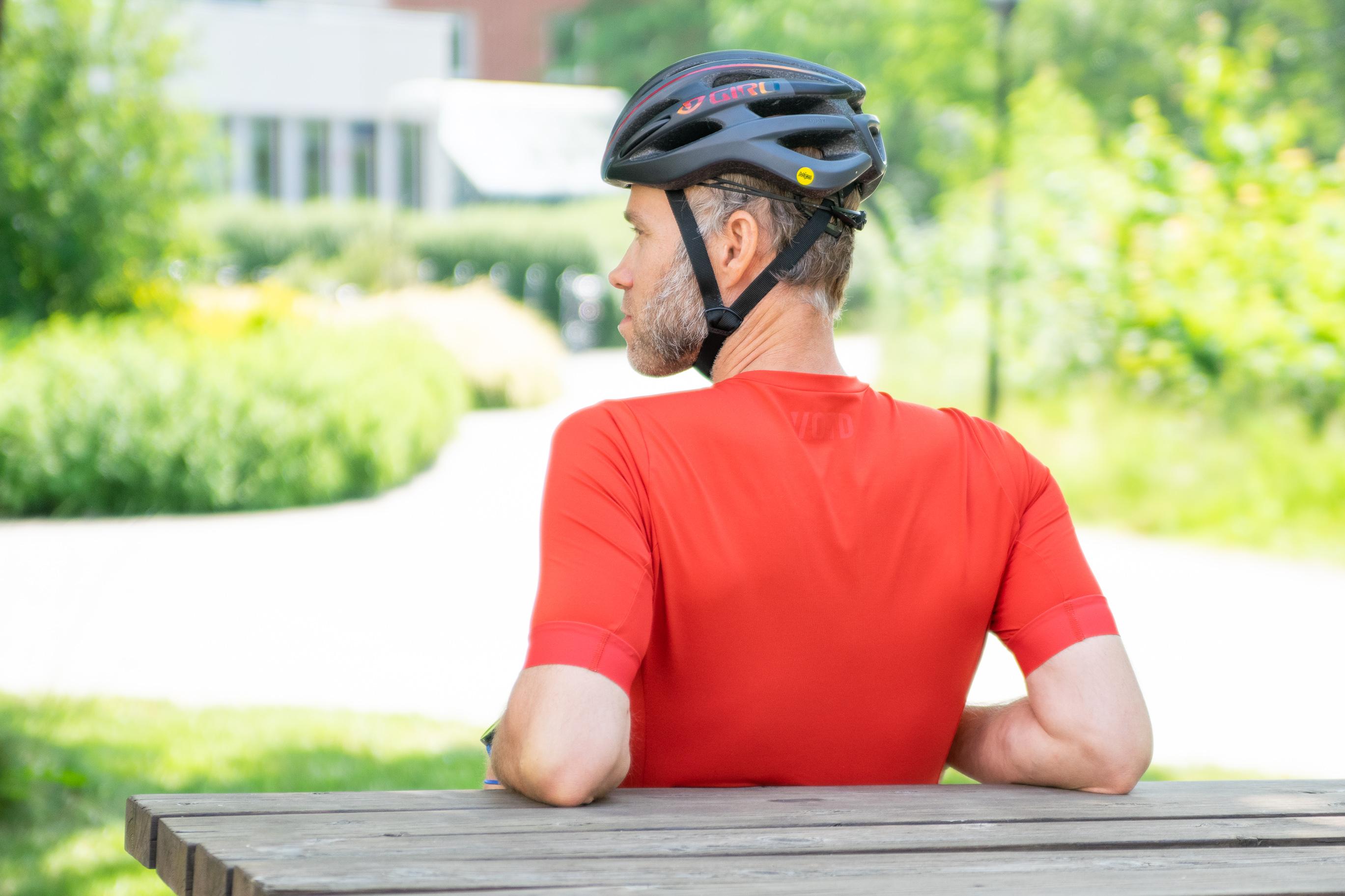 Niklas Ricklund i cykelhjälm.
